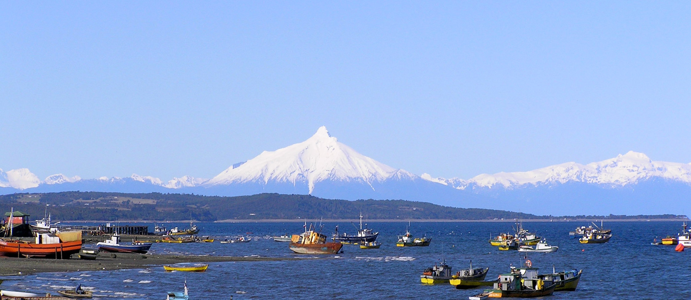 Quellons_Coastline_with_Volcano_Corcovado_in_the_distance_